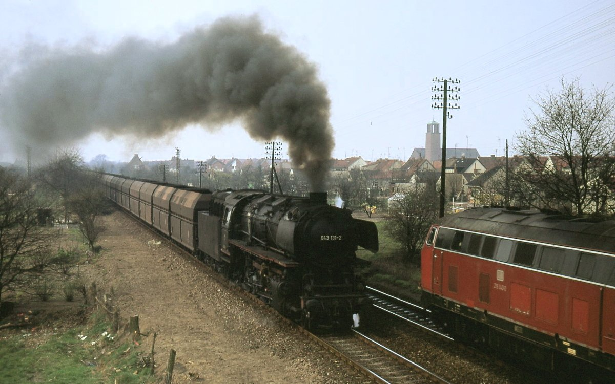 Eine BR 043 auf der Emslandstrecke im Jahr 1974
