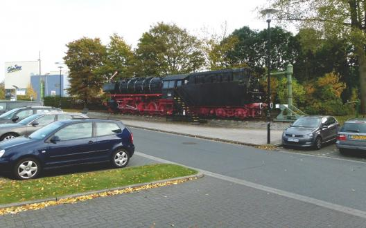 Dampflok 043 903-4 auf dem Bahnhofsvorplatz in Emden