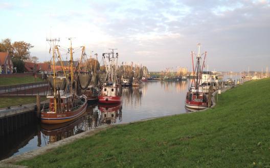 Sonnenuntergang am Hafen in Greetsiel