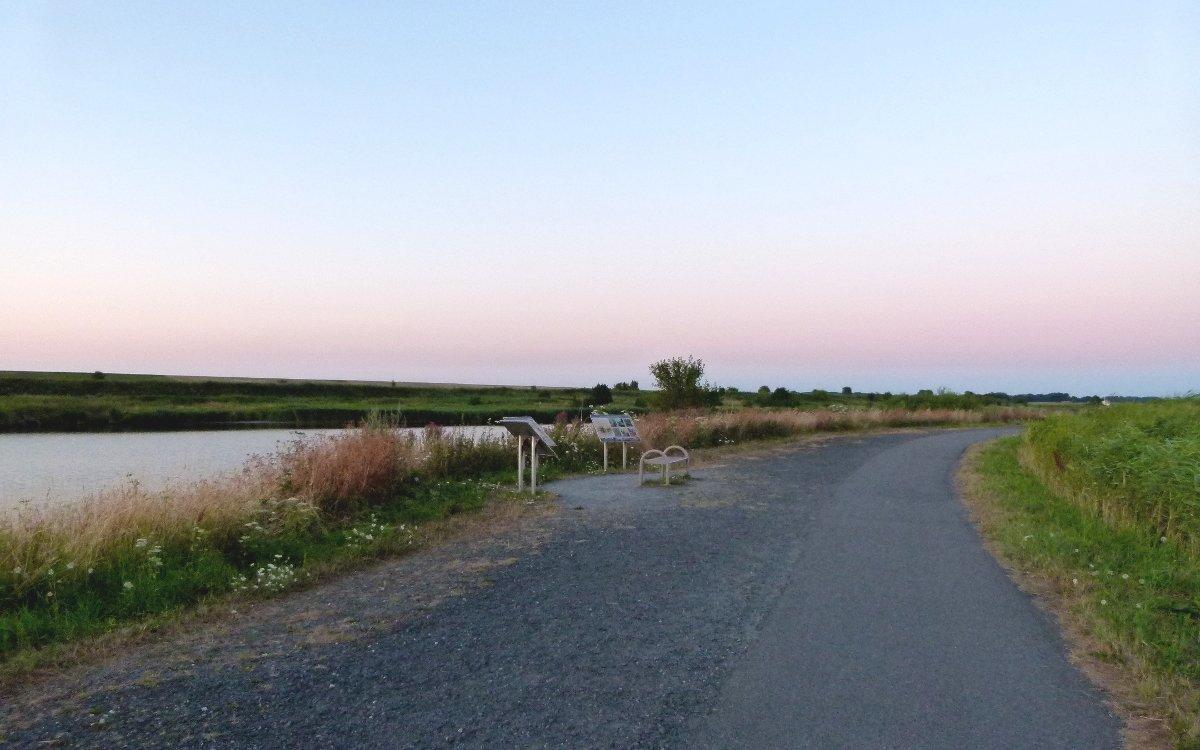 Sonnenuntergang am Leyhörner Sieltief in der Nähe von Greetsiel (Ostfriesland)