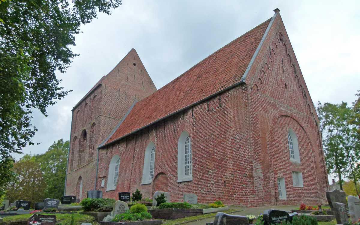 Die Kirche in Suurhusen mit ihrem berühmten Turm