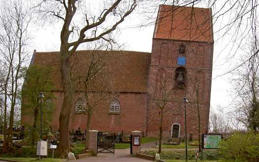 Steht sogar im Guinessbuch der Rekorde: Der schiefe Turm von Suurhusen