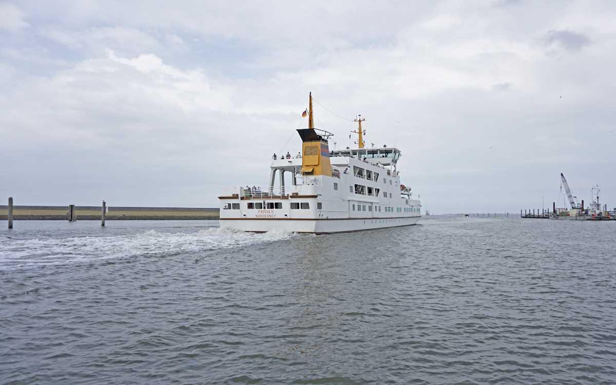 Fähre 'Frisia II' der Reederei Frisia auf dem Weg von Norddeich zur Insel Juist